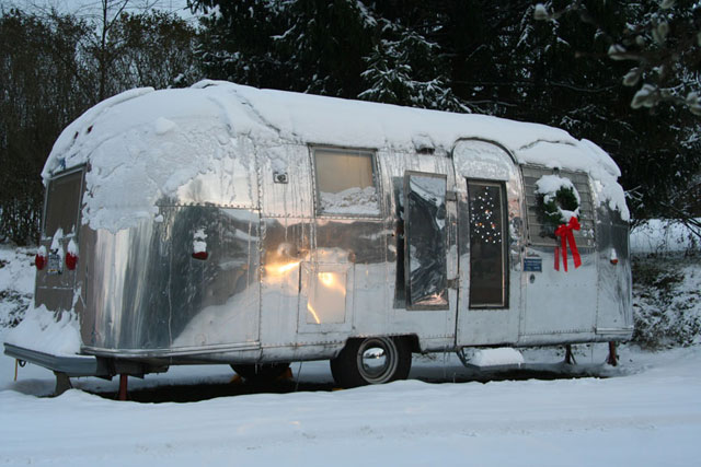 Airstream christmas american retro caravans blog for Airstream christmas decoration