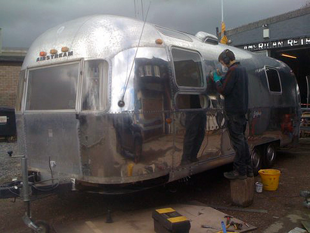Zilverline Airstream is repaired and polished